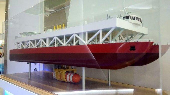 Modelo de catamarã do projeto 23570 para elevação de submarinos.