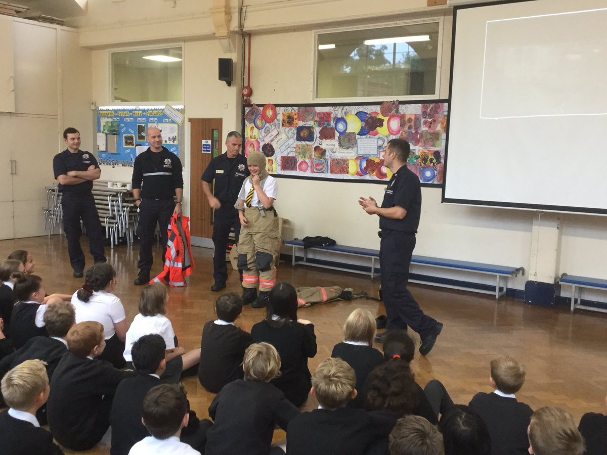 """test Twitter Media - Thank you @manchesterfire for a brilliant assembly teaching @RomileyPS children how to stay safe on bonfire night. """"Stop, drop and roll!"""" https://t.co/iEgnEFtQO1"""