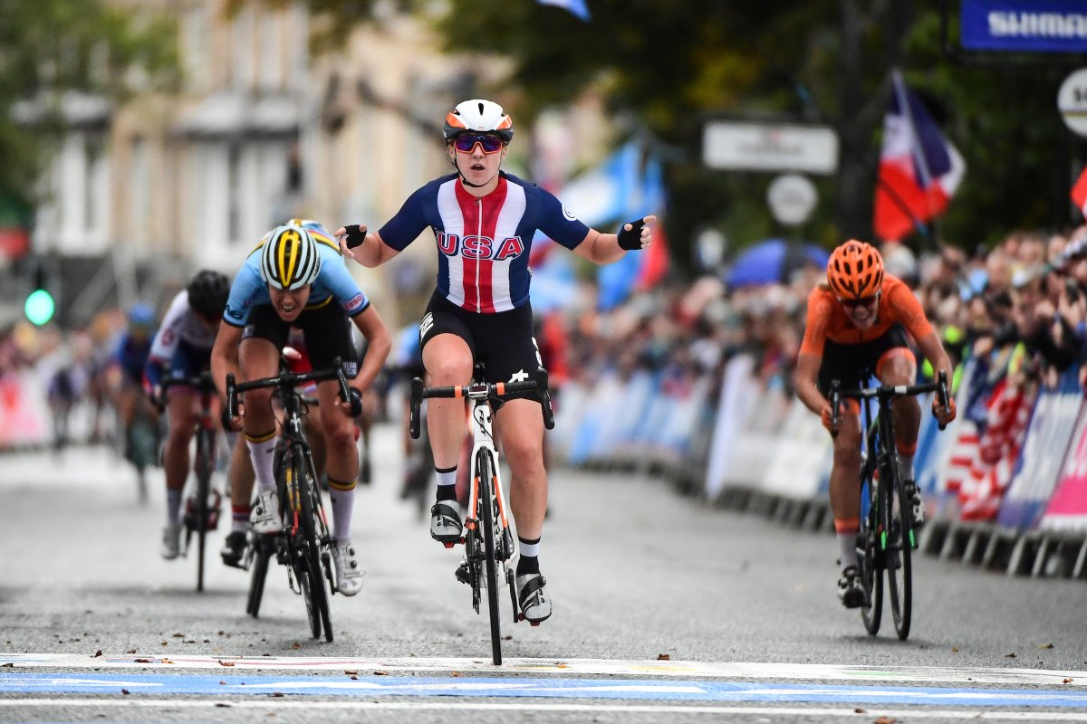 One week ago Megan Jastrab of 🇺🇸 won the Women's Junior Road Race in a thrilling finale, continuing @USAcycling's strong #Yorkshire2019 campaign!