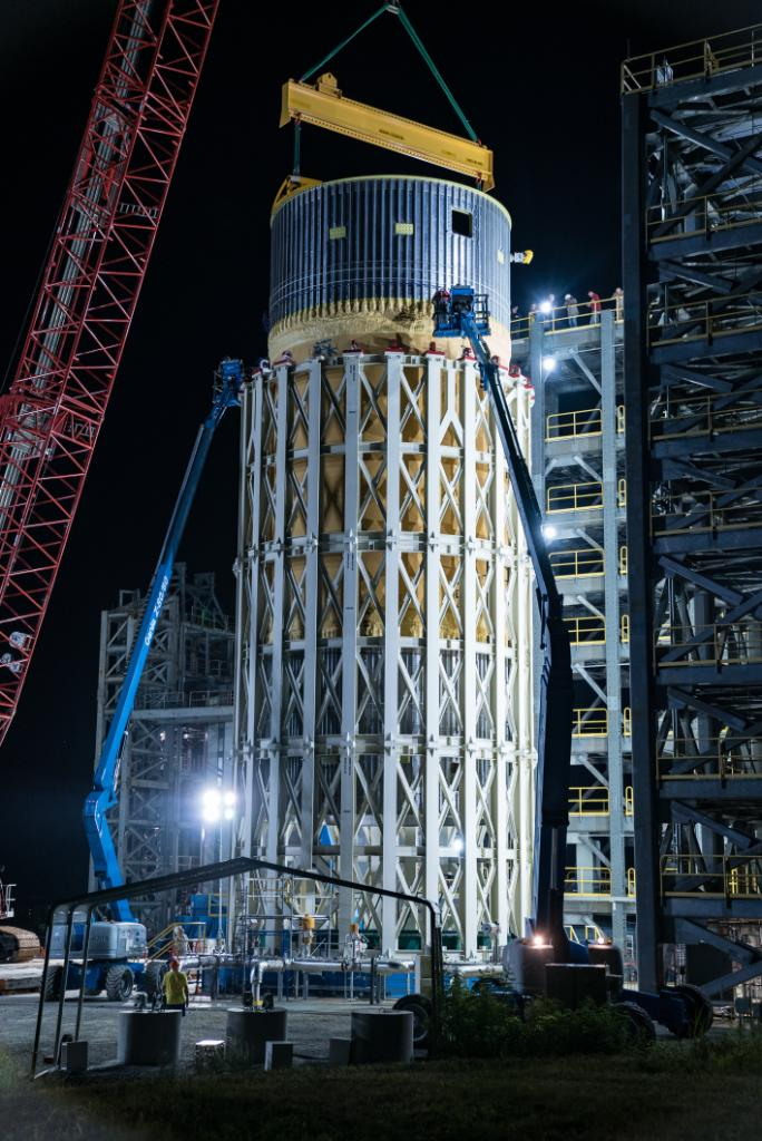 Structural testing on the last of the SLS test articles has begun at @NASA_Marshall. Installed in the test stand in July, giant cylinders push and pull on the liquid oxygen tank to mimic the stresses and forces it will face at launch and flight. DETAILS >> go.nasa.gov/2XyrEWB