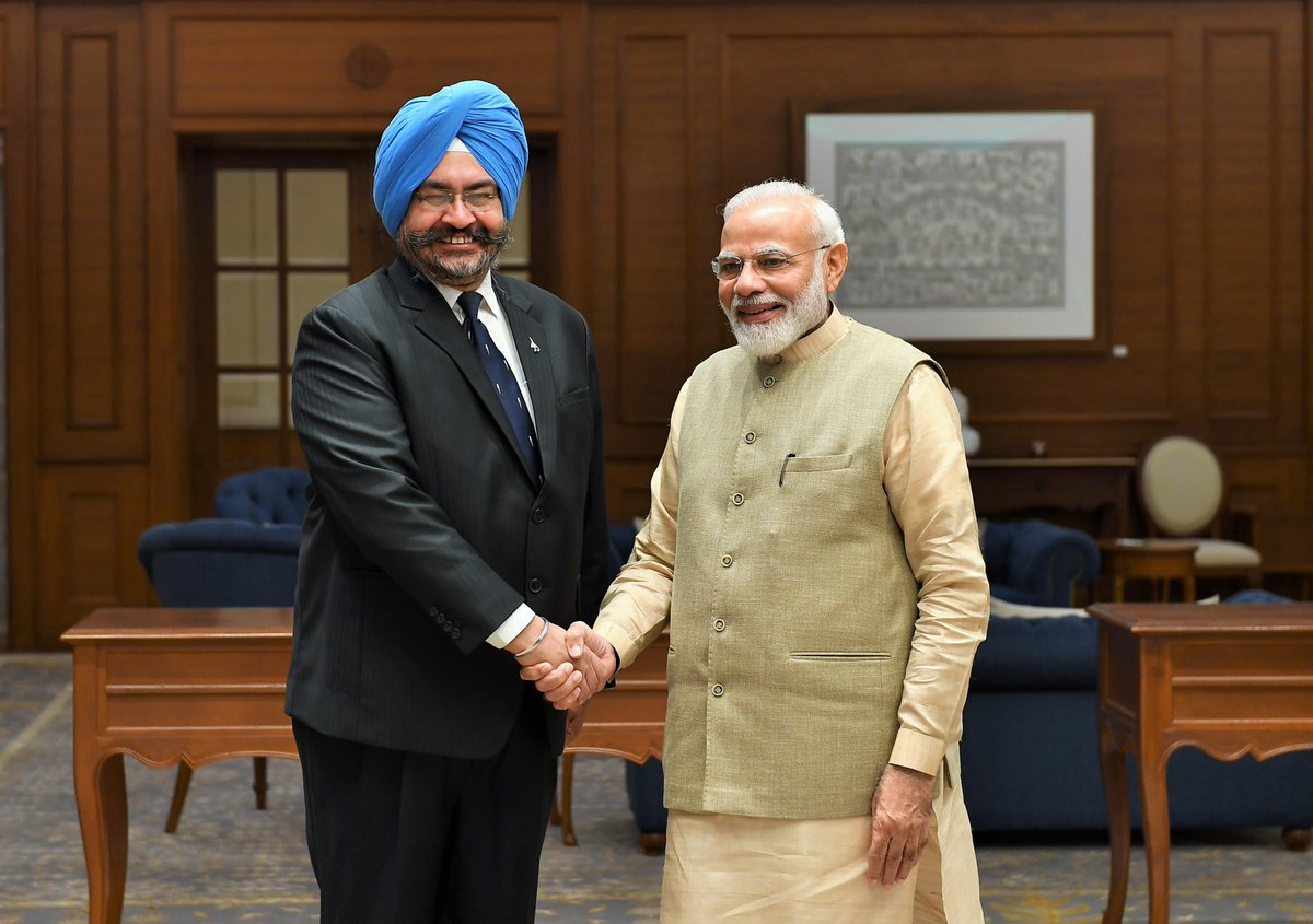 Met India's former Chief of Air Staff, Air Chief Marshal BS Dhanoa (retired). He has served our nation with utmost valour, diligence and professionalism. He has made a rich contribution to our Air Force. My best wishes to him for his future endeavours.