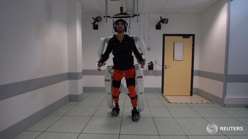 Paralyzed man walks again with brain-controlled exoskeleton reut.rs/2Imb4oj via @kkelland