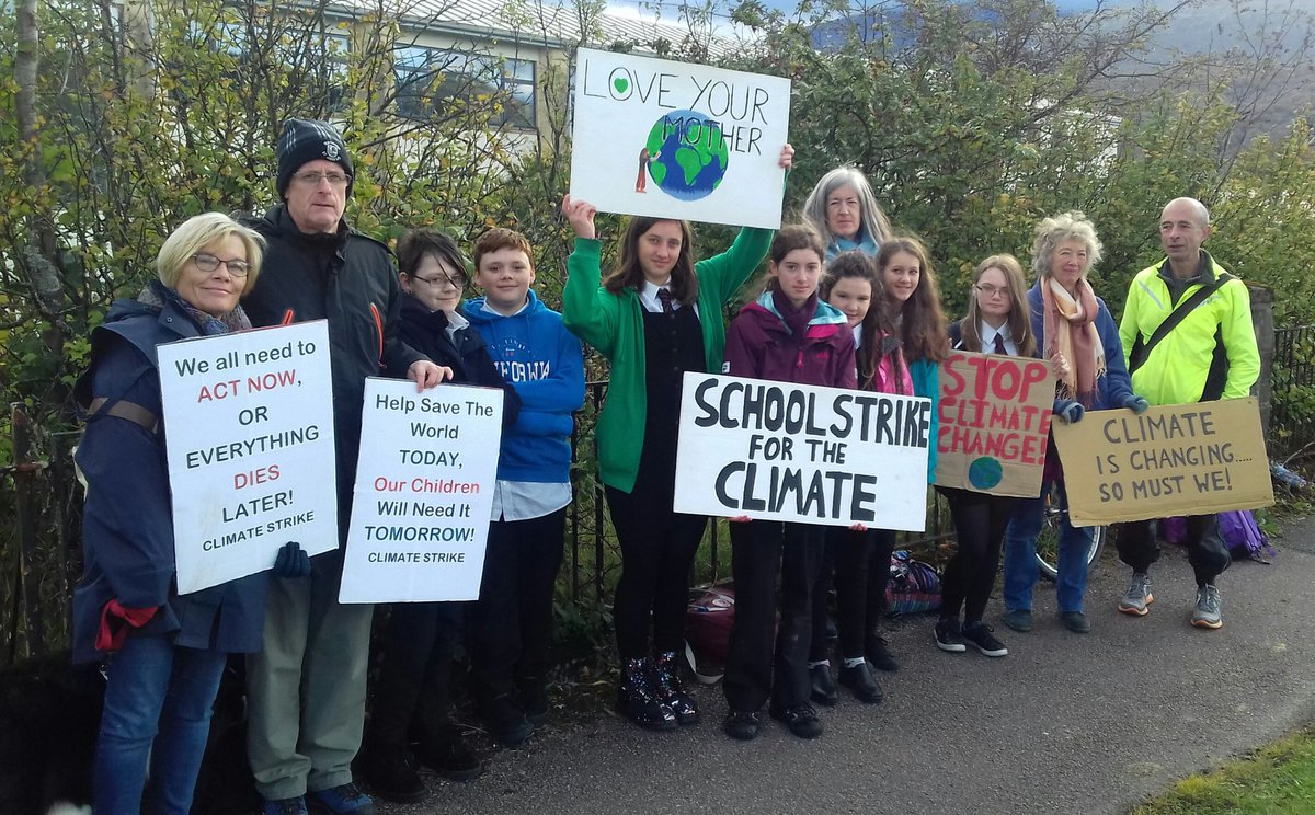 #Schoolstrike4climate week 37 in Fort William and today the 2019 State of Nature report was released. Our wildlife is in decline with 15% of UK species threatened with extinction. Nature needs us to wake up and act now. #NowForNature #FridaysForFuture @GretaThunberg