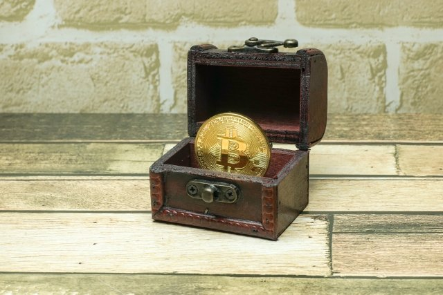 ~暗号通貨で、眠らせて利益を得る方法~外国の大手仮想通貨の取引所で、これから上場の噂のあるコインは安い時に買っておきましょう。時価総額のいいもので10位以内でしたら、買っておくといいと思います。例えばCOINBASEという取引所です。ビットフライヤーの130倍の会員数を誇ります。