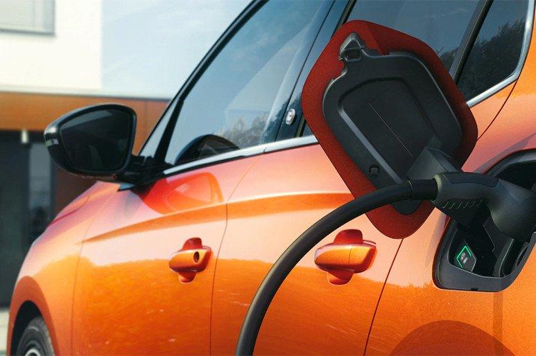 ¿En qué nos fijaremos cuando todos los coches sean eléctricos y circulen sobre infraestructuras inteligentes? En lo mismo de siempre #Ofrecidopor @Opel_Spain