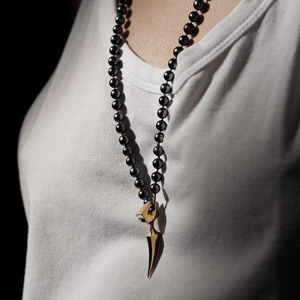 Spur Pendant. Black Pearls. White Vest. HM. #AllYouNeedForAFridayNight #ItsOnlyRockNRoll #SpurPendant #MakingJewelrySexyAgain #DesignedInLondon #MadeInLondon #CoolAsFuck #JustSayin https://t.co/3u7y8Ub3y1