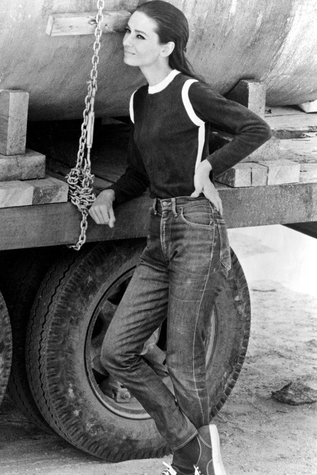 RT @SoAudreyHepburn: Its #NationalDenimDay! Audrey Hepburn photographed in Two for the Road, 1967 https://t.co/6Q4xh0c5a2