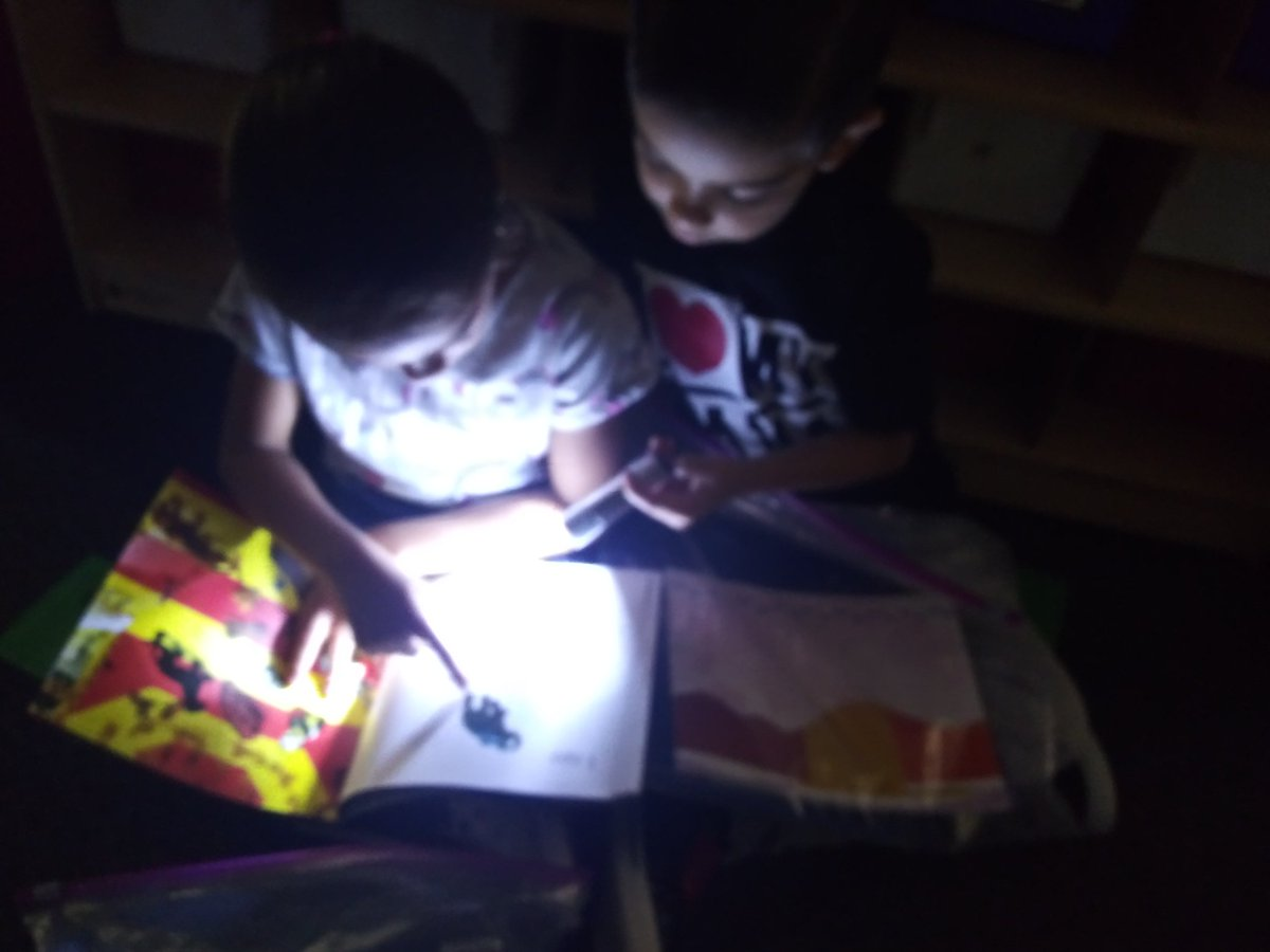 Flashlight Friday reading and applesauce tasting...a great way to wrap up the week @HemmenwayStreak! #HemmenwayALLIN