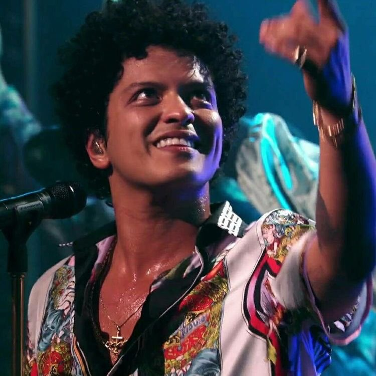 And when you smile... The whole world stops and stares for a while @BrunoMars   Happy #WorldSmileDay <br>http://pic.twitter.com/FKJLaJXgpF