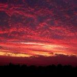 Image for the Tweet beginning: #mooieluchten #Veurne #weerbord #weerpraatje Veurne zonsopgang
