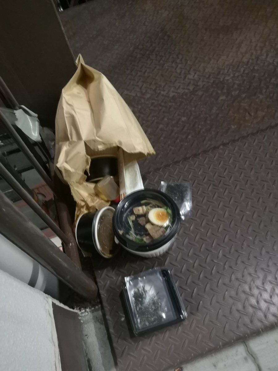 【請負】Uber Eatsで注文→スープこぼれてたので受け取り拒否→廊下に捨てられる Uber 「個人事業主。警察に連絡しろ」 @UberEats_JP