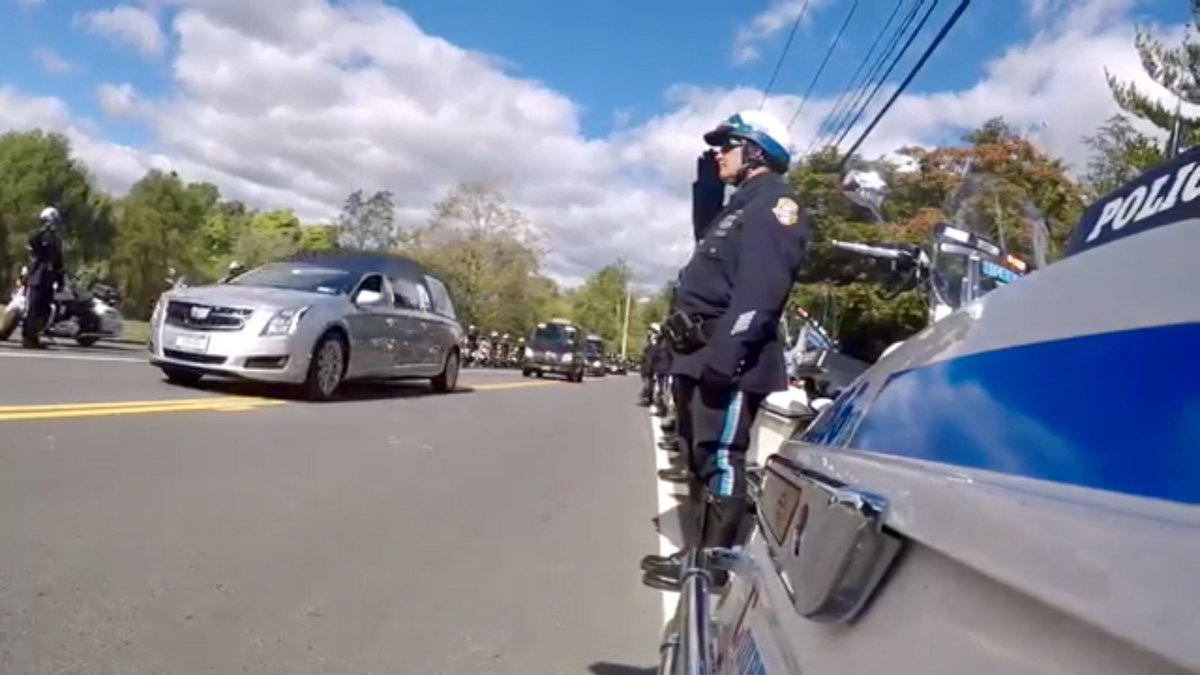 Great work by Police Officer James Wong of @NYPDHighway🏍, who filmed and edited this unique and poignant tribute on the day of the funeral for our fallen hero, NYPD Detective Brian Mulkeen. #NeverForget #FidelisAdMortem Watch the video here: ▶️ youtu.be/T1OCdk2SL6w