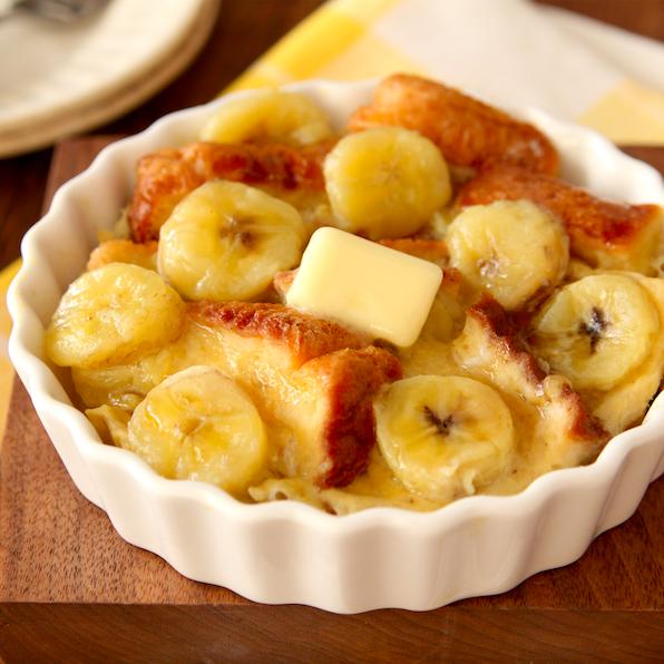 熟れたバナナは全部これにしていいんじゃないかって位、これおいし… レンジで【濃厚バナナフレンチトースト】 5分でいけます バナナ1本は1/3本は潰し残りは1cm輪切り。 卵1個溶きほぐし潰したバナナ、蜂蜜大1、牛乳80ml、食パン1枚、輪切りバナナ混ぜ容器に入れレンジ3分。バターのせ蜂蜜かけ完!