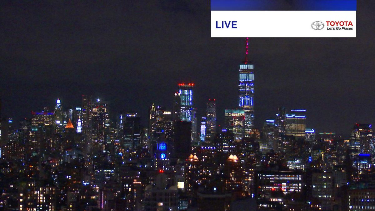 Increasing clouds tonight. @OneWTC lit up in red for National fallen Firefighters Memorial Weekend. @PIXweather @PIX11News