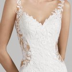 Image for the Tweet beginning: A barely-there lace bodice and