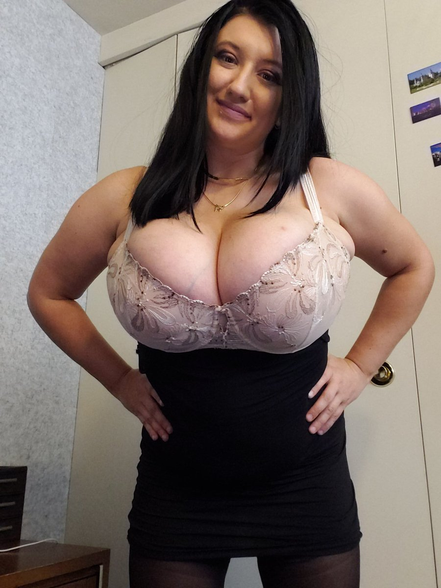 These pics are special for who loves tight bras on big naturals boobs thank you that you made me cum so much see you next time good night guys! 😘