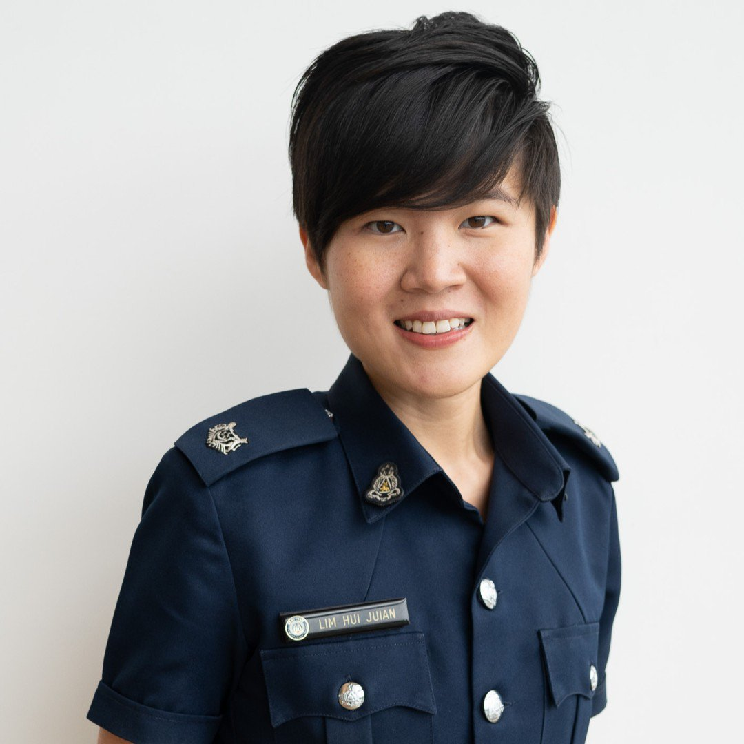 """What I do as #CaptainsOfLives:  """"I am responsible for various Human Resource functions such as staff appraisals and promotion exercises."""" — Ms Lim Hui Juian, Staff Officer (Performance Management, Staff Development Division) https://t.co/CQYwscyTtD"""
