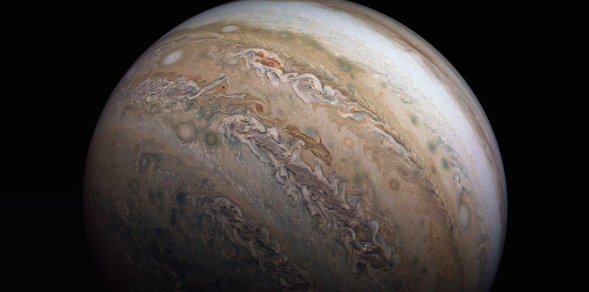 Remember when we saw that dolphin playfully splashing around on Jupiter?