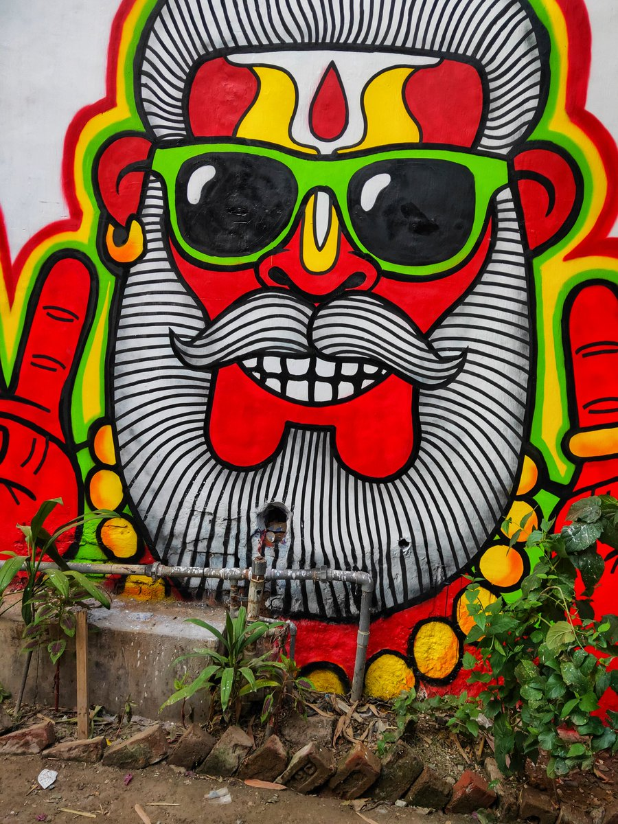 Champa Gali never dissappoints with these gorgeous wall art. 😍  #sunday #weekend #champagali #incredibleindia @incredibleindia @SoDelhi – at Champa Gali - चंपा गली