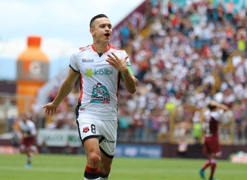 Alajuelense: el superlíder se agigantó en Tibás con goleada 2-5 al Saprissa