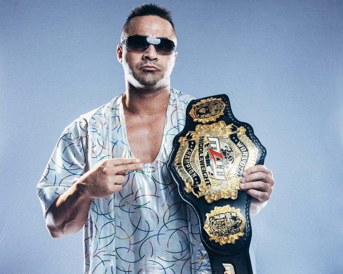 """""""World Middleweight Champion Teddy Hart was cleared by a Calgary doctor to return to the ring under the protest of the league's physician Dr. Sweglar. There is speculation Hart refused further testing and insists he has no spin/neck pain.""""  More on Hart: https://t.co/eG5z1GGDUN https://t.co/uLN1CacQW8"""