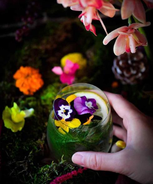 アートとエディブルフラワーを融合させたフードイベント「おいしい花畑」が明日から開催されるみたい。池袋で開催されるみたいだけど、目でも舌でも楽しめそう。
