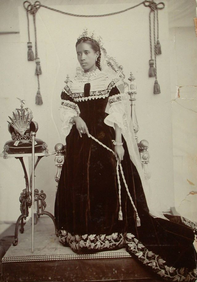 Queen Ranavalona III (1861- 1917), the last monarch of Madagascar valiantly defended her country's sovereignty. She was deposed by the French military on 28 February 1897 transforming the country into a French colony. She was then exiled to Algeria, and also the island of Réunion <br>http://pic.twitter.com/rTXnxtFj9A