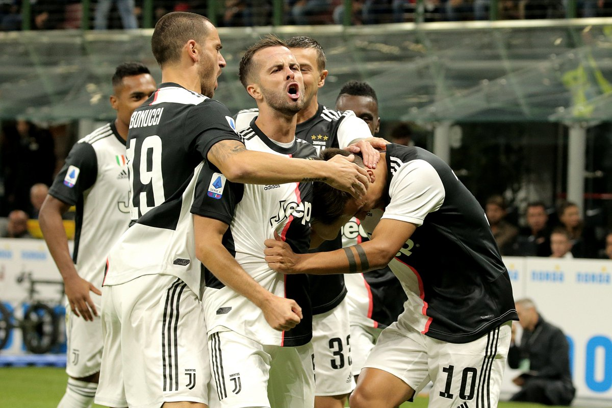 #SerieA - HALFTIME: Inter Milan 1-1 Juventus Paulo Dybalas early goal was cancelled out by a Lautaro Martinez penalty with the score level at the break. Ronaldo had a late goal ruled out for being offside. Watch LIVE > bit.ly/SS_NOW.