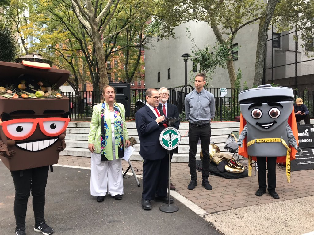 I'm fighting for a #GreenNewDeal in Congress, and it was great to join @NYCSanitation, @CoreyinNYC, @galeabrewer & @DickGottfried to learn about individual actions people can take in their neighborhoods. We need urgent action on all levels! https://t.co/s0xux2QZD3