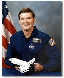 #OTD in 1990: NASA astronaut and #USCG CDR Bruce Melnick made his first space flight when he served as a Mission Specialist aboard the space shuttle Discovery. He was the first Coast Guardsmen to go to space; he flew on Discovery in 1990 and Endeavor in 1992.
