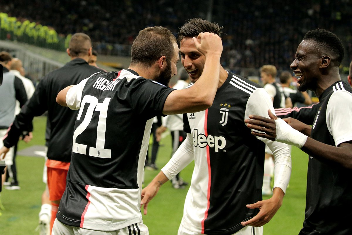#SerieA - RESULT: Inter Milan 1-2 Juventus Gonzalo Higuain was subbed on in the second half and claimed the winner late in the match to send Juventus to the top of the standings ⚫️🔝⚪️