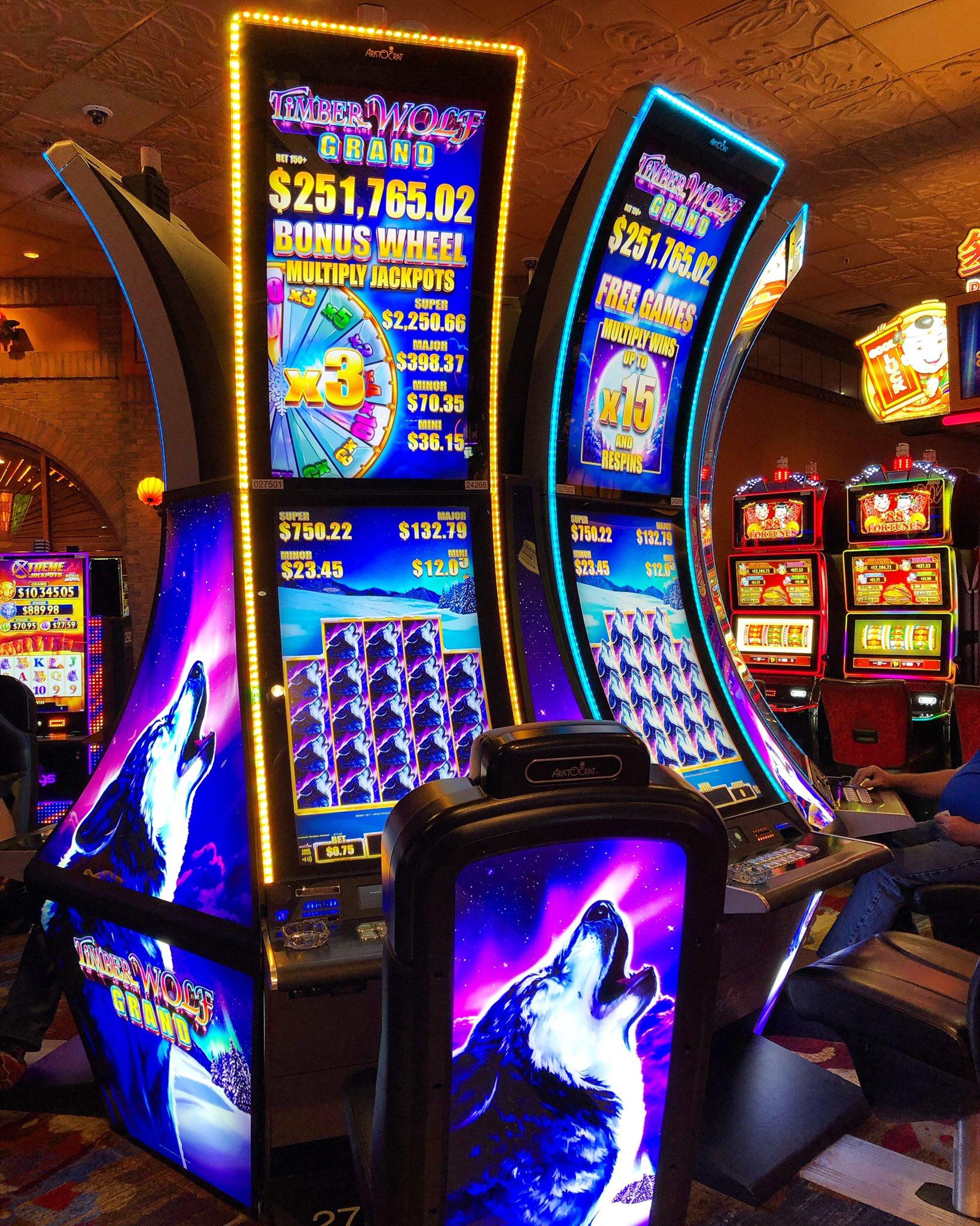 Timber Wolf Grand Slot Machine