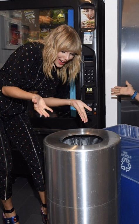 Taylor Swift asking Justin Bieber backstage at the Grammys why he keeps using her name for publicity (2019) <br>http://pic.twitter.com/yvz87zUFxM