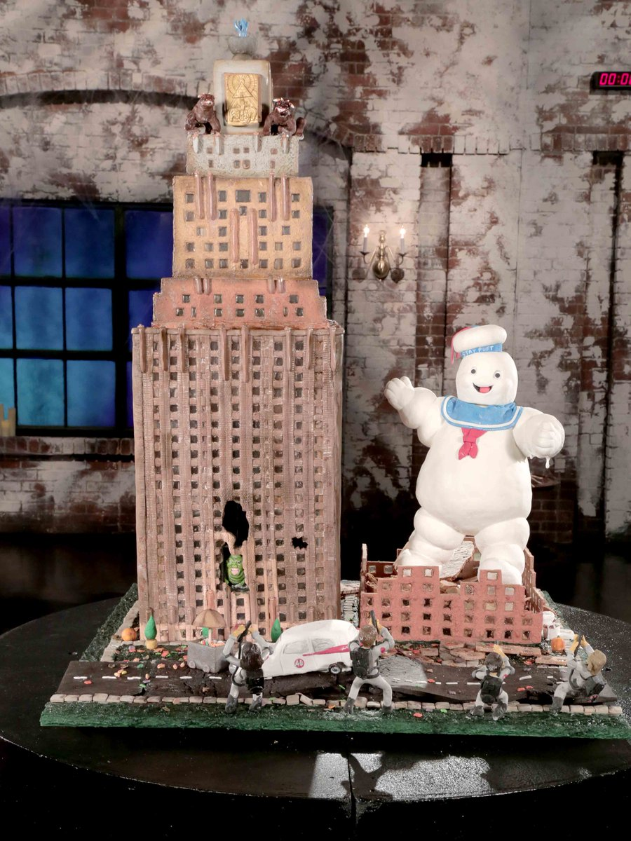 The finished Ghostbusters pieces are READY! Which is worthy of the win?! #GingerbreadShowdown <br>http://pic.twitter.com/UZlLB8lFIz