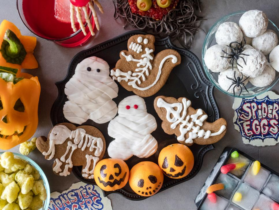 Entertaining kids this Halloween? They'll love these adorable tricks and treats:  https:// foodtv.com/2kzku7g    !  #GingerbreadShowdown <br>http://pic.twitter.com/qi6oyG6sDv