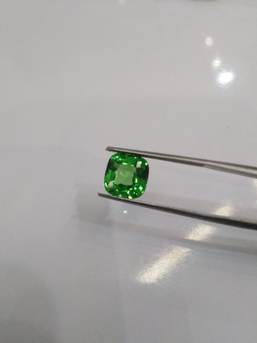 Natural Tsavorite Garnet Gemstone 4 Carats Loupe Clean. Available Now. Shipping Worldwide. Message Me For Purchase Or More Details   #tsavorite #gemstones #jewelry #crystals #gems #gemstone #jewellery #gemstonejewelry #healingcrystals #crystal #minerals #crystalhealingpic.twitter.com/nsrCxgRJw5