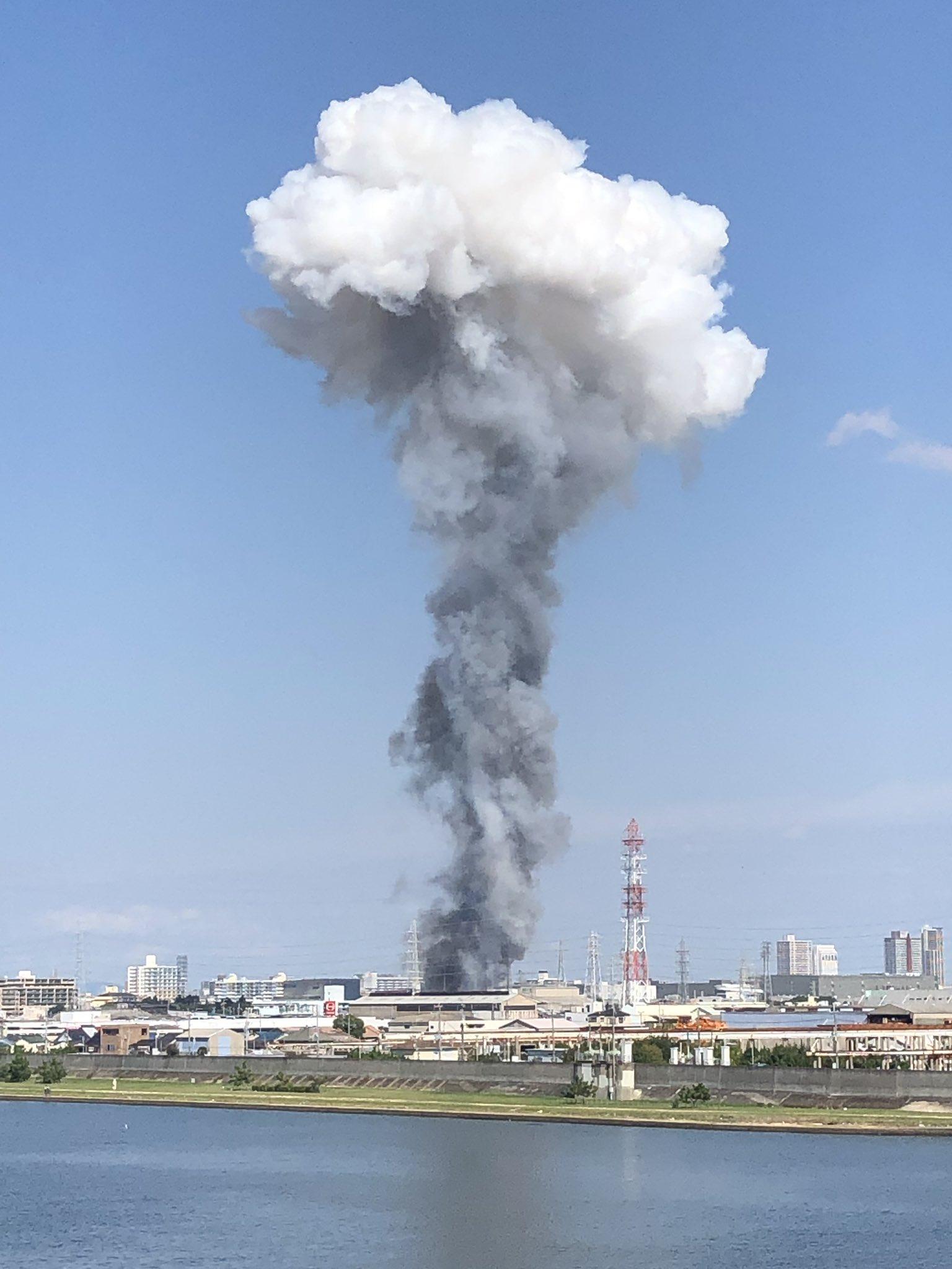 尼崎市元浜町の工場の火事でキノコ雲が発生している画像