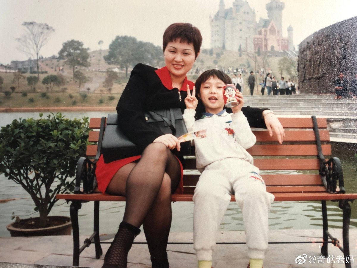 Happy Birthday sayangkuuu #zhangyixingday pic.twitter.com/LcSCglexM8