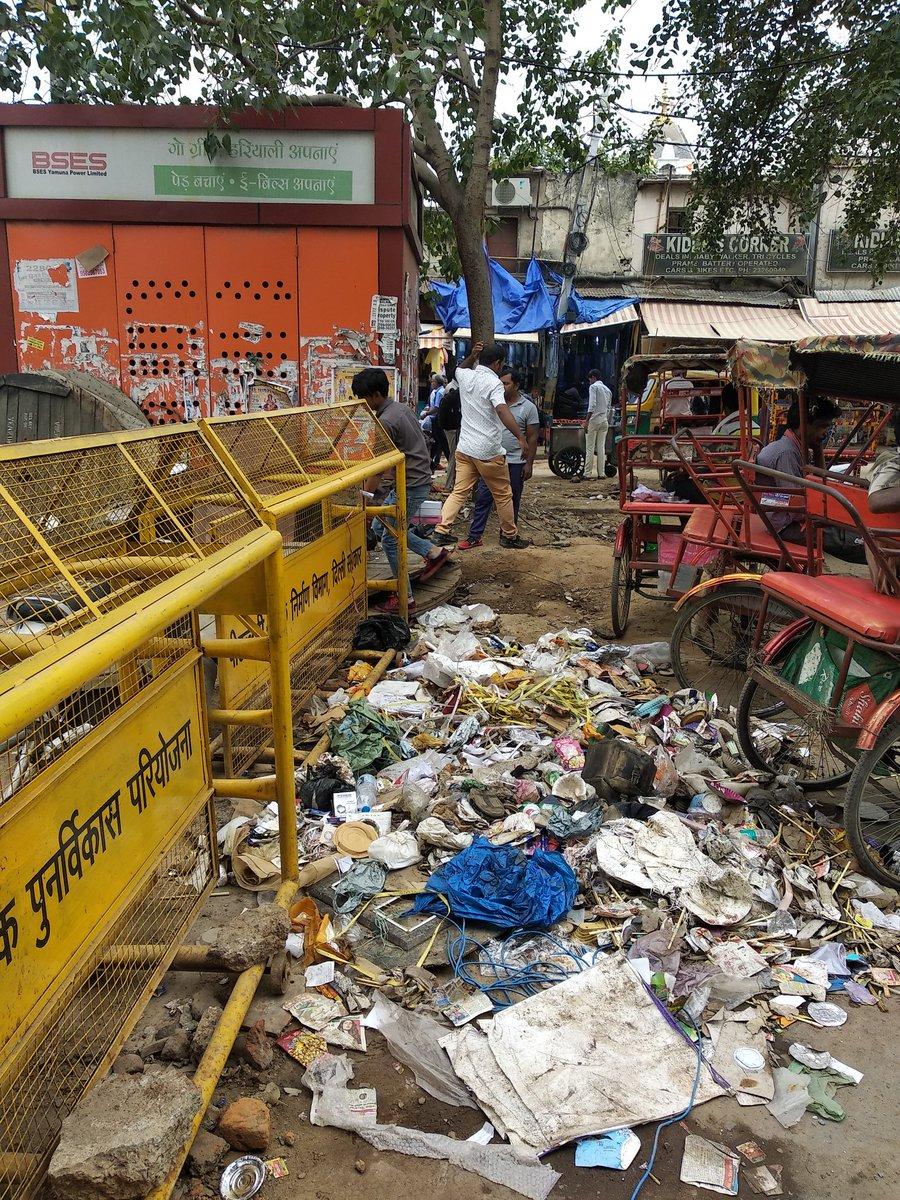 Garbage dump at Esplanade Road,Chandni Chowk,Delhi 110006 Need immediate attention of the authorities. @MCDdelhi @northdelhimayor @AvtarSi62019107 @SandhyaTimes4u @VijayGoelBJP @drharshvardhan @BJP4Delhi @BJP4India @narendramodi @PMOIndia