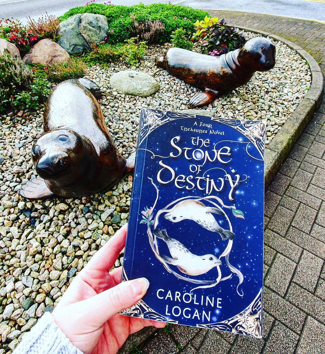 Full review of The Stone of Destiny is now up on the blog (link in bio ☝️) but its an ace new Childrens fantasy series with a strong Scottish flavour. ⭐⭐⭐⭐ #BookBlog #TheStoneOfDestiny @cranachanbooks