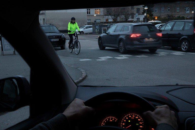 Husk at gøre dig synlig i trafikken, gerne med pangfarver og reflekser. Det er ikke kun om morgenen og aftenen, det kan være svært at se dig i trafikken. Pangfarver nedsætter færdselsuheld for cyklister med 50% ifølge #SikkerTrafik. Bliv set, og fortsat god dag 👋 #politidk https://t.co/0rrr2CRKS8