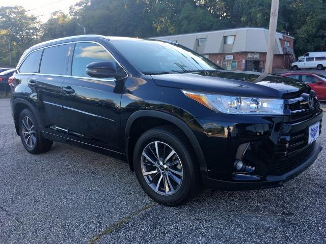 Toyota Highlander 2017 available for serious buyer