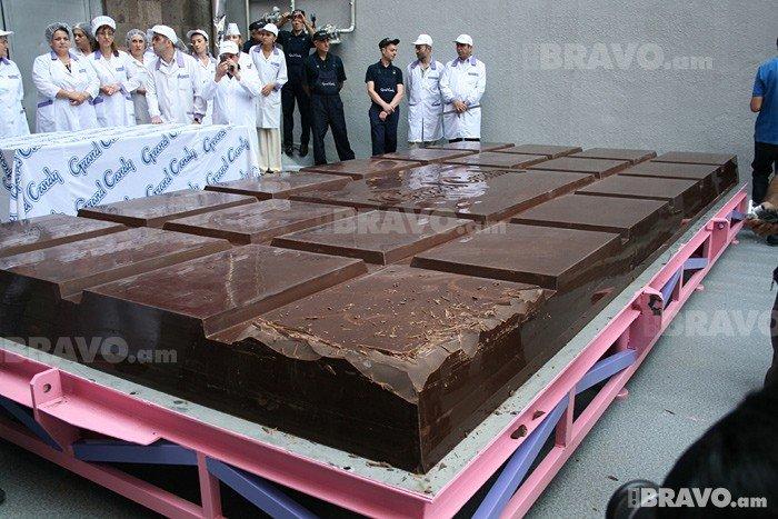 сообщим вам самая большая шоколадка в мире фото предстоящими праздниками