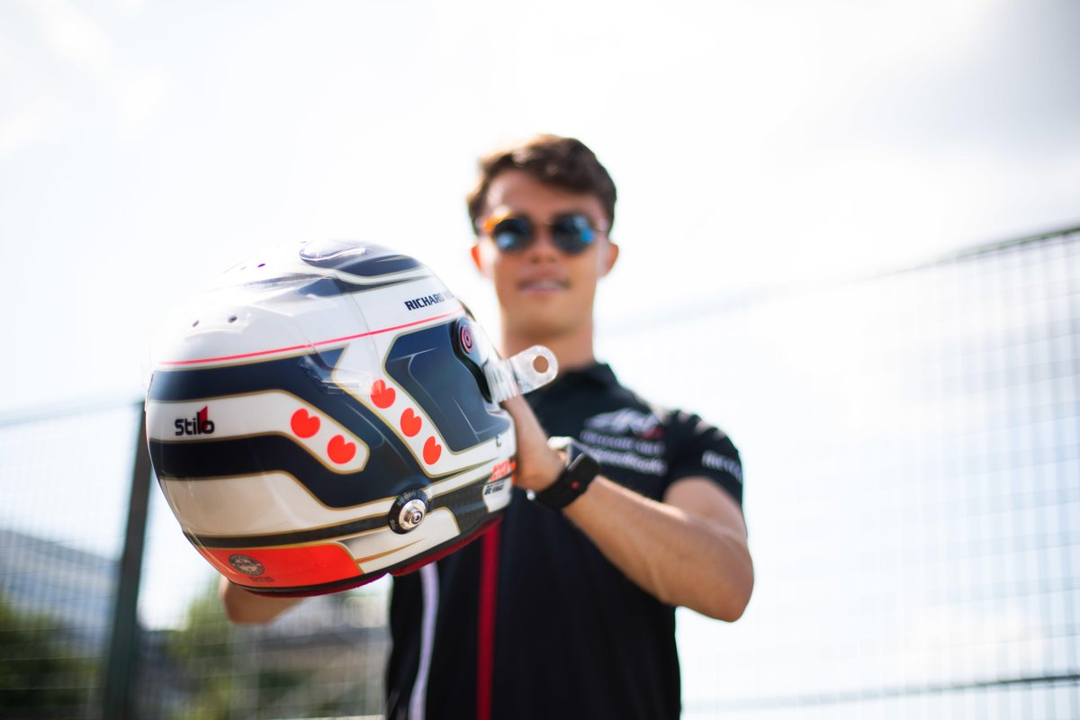 The secrets behind his championship winning helmet 🤩  @nyckdevries reveals all 👉 http://tinyurl.com/DeVries-Lid   #F2 (p.s: They're not hearts 👀💔)