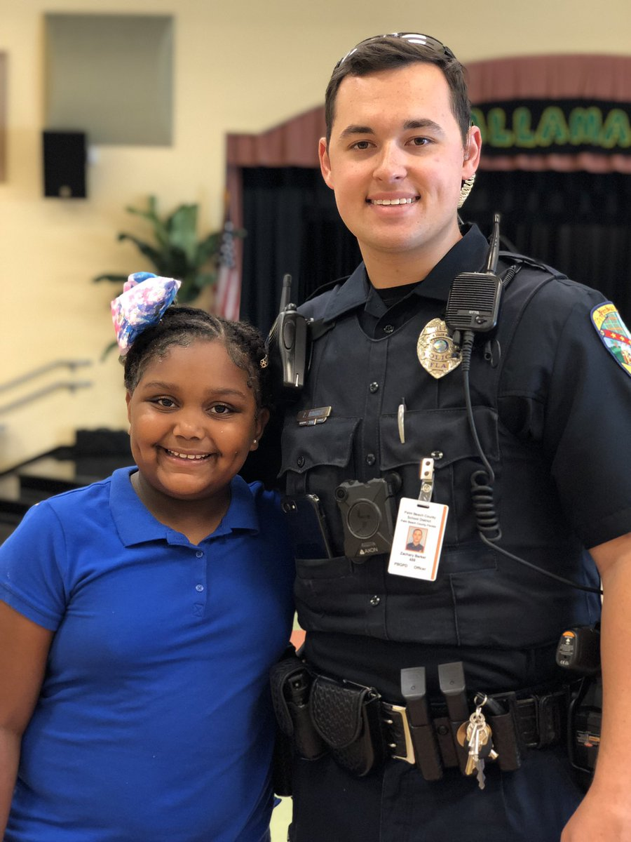 We got our #BLUEUp  on w/ our friends & our #PalmBeachGardens #Police officer  friend! #Blue looks good on #you! #StompOutBullying #BeaFriendNotaBully #BullyingAwarenessMonth #fisharefriendsnotfood?#loveourkiddossomuch pic.twitter.com/EnEuBiI11Q – at Allamanda Elementary