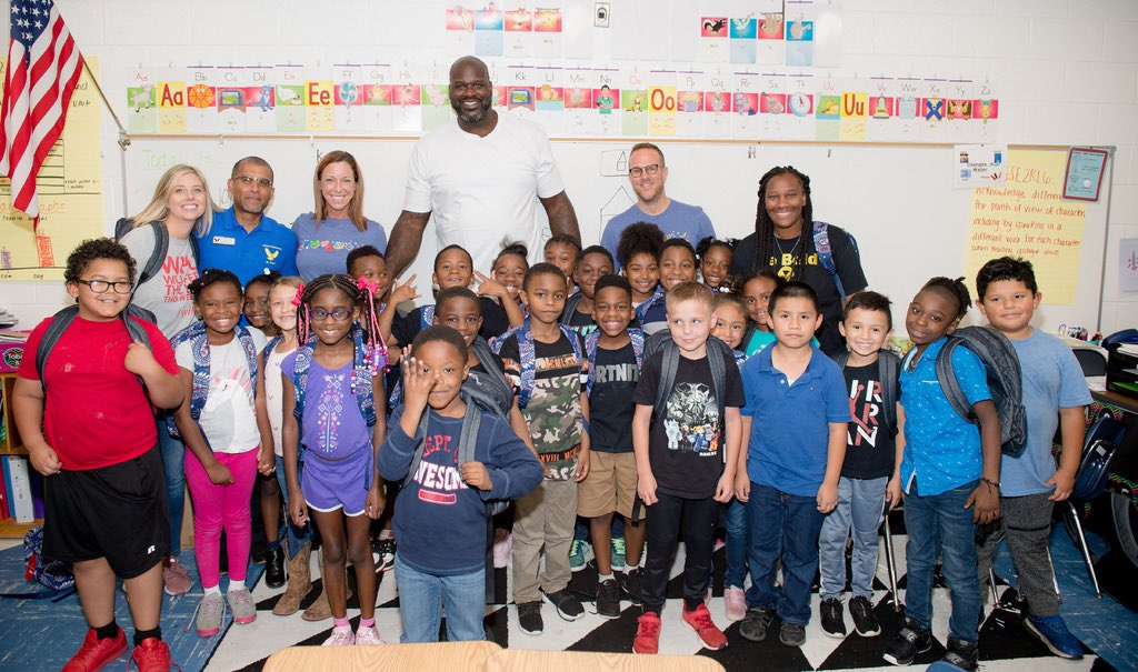 800 students at Oakland Elementary in McDonough, GA received backpacks from @verabradley and food from @blessingsinabackpack as part of a national 50,000 backpack giveaway. #verabradley is matching donations to #blessingsina🎒 up to $50,000 Visit verabradley.com/blessings