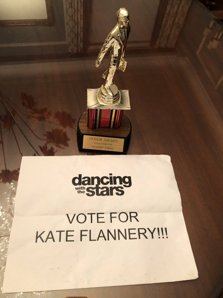 """I'm dancing my arse off with @pashapashkov86 and we'd love your vote, polls are open NOW text """"KATE"""" to 21523 go online https://t.co/uqWvhdsgj0 you can vote 10 times on each❤️ @DancingABC #DWTS #TeamThatsWhatKateSaid https://t.co/ggCjr7Tqis"""