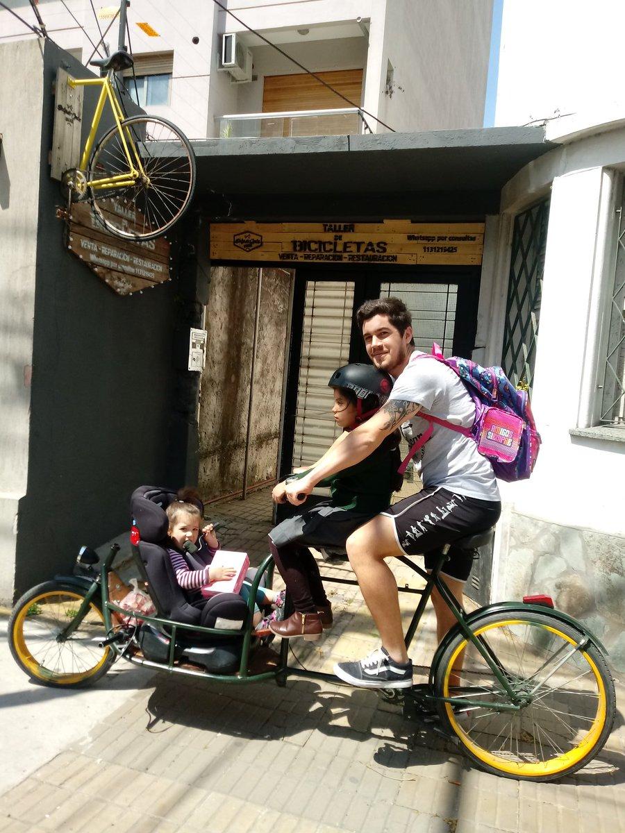 """El primer cargo que fabrique""""la bestia"""" hace honor a su apodo  #cargobike #bicicletadecarga #bicicleta #bicicargo #foodbike #reparto #bicimensajeropic.twitter.com/mDK3HAhFuv – at Plaza Conesa"""