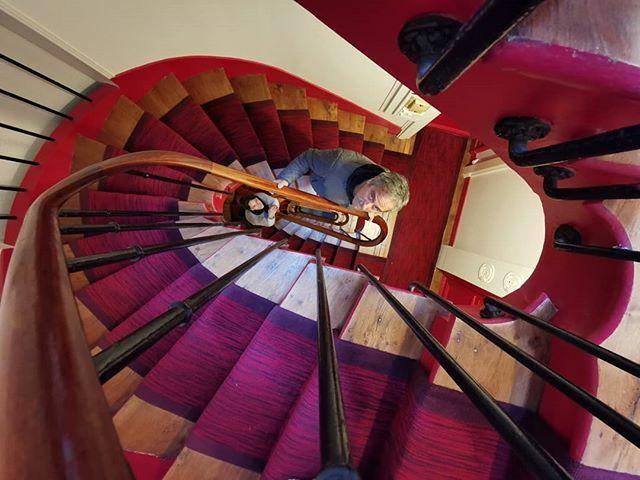 Stairs Airbnb... . . . #paris #parisiloveyou #champselysées #tios #roadtrip  https:// ift.tt/30TUT85    <br>http://pic.twitter.com/3zTXSM9SbN