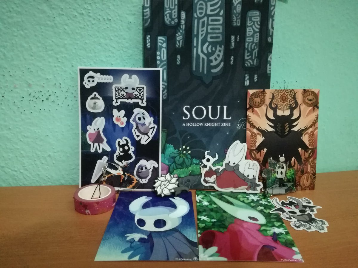 Finally, it's here ❤️  Also, I made an unboxing (it's in spanish): https://www.youtube.com/watch?v=f8pYgbADUdA&feature=youtu.be…  #HolloKnight #Fanzine @SoulZine